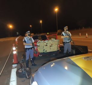 Polícia apreende maconha e skunk no fundo falso de caminhonete em Santa Cruz do Rio Pardo — Foto: Polícia Rodoviária | Divulgação