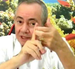 Prefeitura vai investigar médico Oliveiro Pereira da Silva Alexandre que tomou em 4 dias duas doses diferentes de vacina contra Covid em Assis — Foto: Reprodução/YouTube