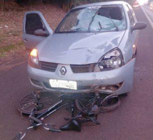 Carro e bicicleta após o acidente na SP-270 — Foto: The Brothers | Cedida