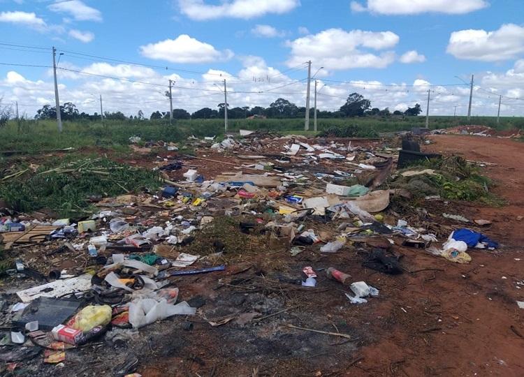 Prefeitura retira mais de 40 toneladas de lixo e entulho na região do Colinas — Foto: Divulgação | Prefeitura Municipal de Assis