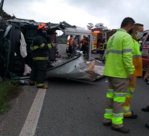 Acidente envolveu quatro veículos, entre eles a van da prefeitura de Paraguaçu Paulista — Foto: Arquivo pessoal