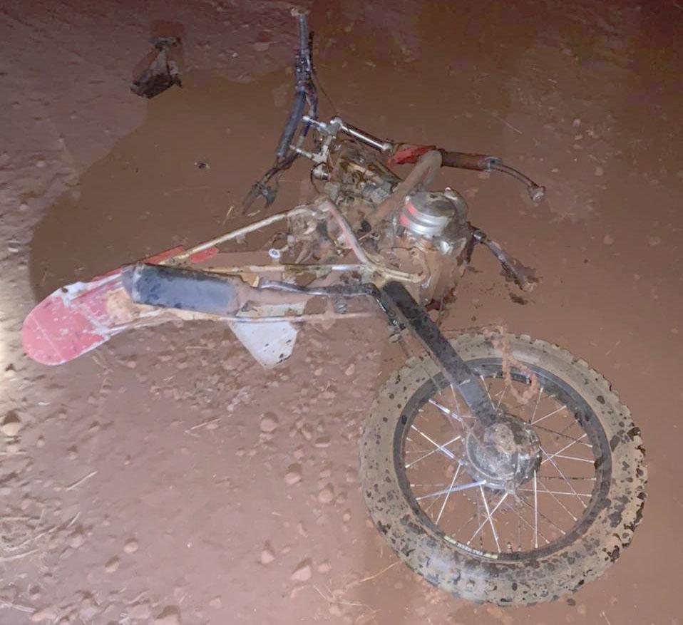 Motocicleta ficou destruída — Foto: The Brothers | Cedida