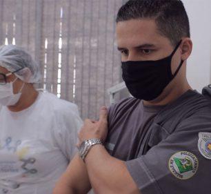 Profissionais da segurança pública de Assis são vacinados contra COVID-19 — Foto: Divulgação | Prefeitura Municipal